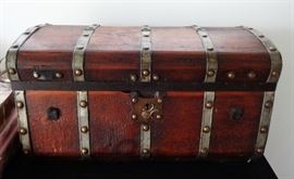Beautiful Jenny Lind Child's (?) Trunk with Original Key & Inserts.