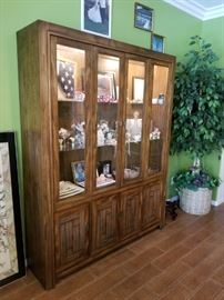 Matching (lighted) Hutch