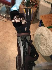 TAYLORMADE, CALLAWAY AND MORE GOLF SET W/BAG