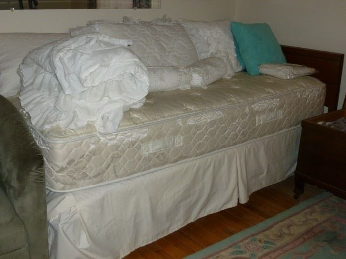 Retro Twin Bed w/Nice Twin Mattress Set