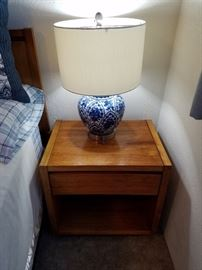 Lane Side Table. Wonderful 'Delft' style Lamp