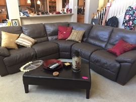 Leather Brand New _ MUST SEE Recliner and 4 cushion seats  Firm $2000.00   PERFECT conditon