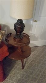 NICE WOODEN LAMP TABLE AND LAMP