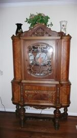Pristine china cabinet to dining set