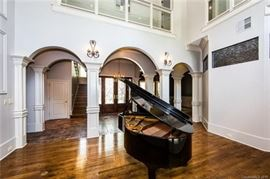 Young Chang baby grand piano... Gorgeous!