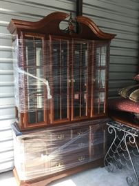 China Cabinet / Hutch Modern DN1005 Local Pickup https://www.ebay.com/itm/113283958472
