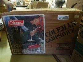 Coleman camp stove New in Box Model 425 2 burner