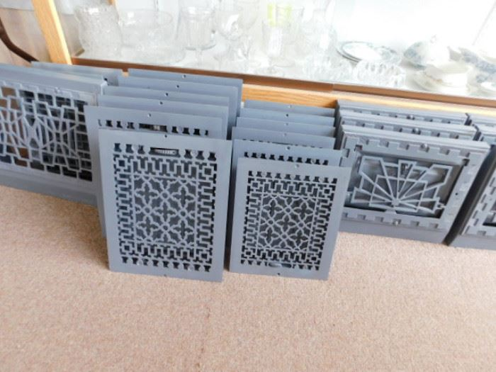Cast metal floor / wall grates