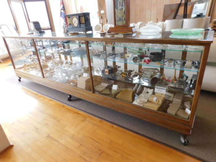 Clawed foot display case