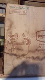 CAST ALUMINUM COOKER IN ORIGINAL BOX