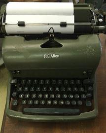 Working typewriter y'all