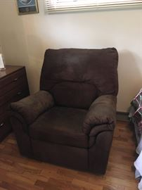 Nice, nearly new wide seat recliner