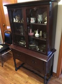 Lovely smaller 1920-30's china cabinet
