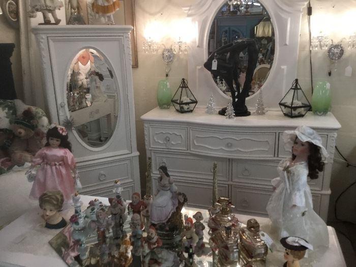 Samuel Lawrence Sweetheart Bedroom Set-Like New