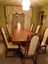 Large Dining Room Table with leaf and 8 Chairs