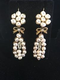 Deal of the day 10/5/18  Handmade  pearl and gold earrings made in Oaxaca.    Reg $ 2800.                                    Sale 75% off   $700.