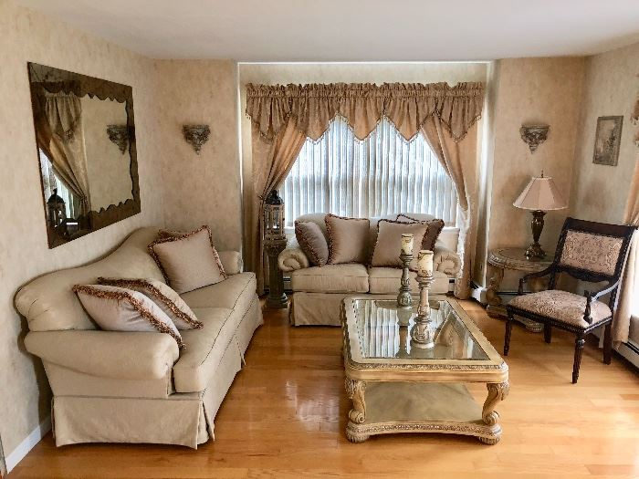 Living room sofa & loveseat , coffee & end tables - like new