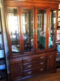Beautiful matching Bernhardt china cabinet - with lights and mirrors