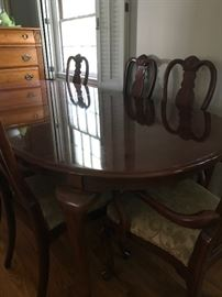 Beautiful Bernhardt Dining table w/8 chairs & matching buffet