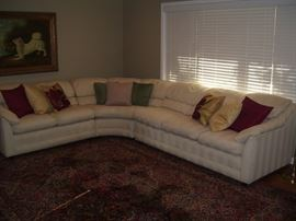 Beautiful and clean 3 piece sectional