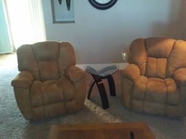 2 Recliners with Side Table