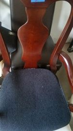 NICE ANTIQUE CHERRY CHAIR