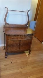 ANTIQUE WASH STAND MATCHES BED AND DRESSER