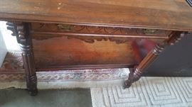 BEAUTIFUL ANTIQUE TABLE WITH LOTS OF DETAIL