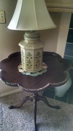 ****ANTIQUE**ORNATE  PIE-CRUST SCALLOPED TABLE