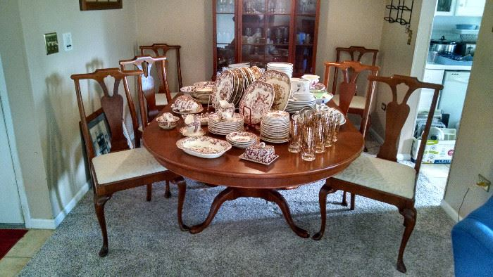 FRENCH PROVINCIAL DINETTE  SET W/ 6 CHAIRS...GET READY FOR THE H-O-L-I-D-A-Y-S !!!!