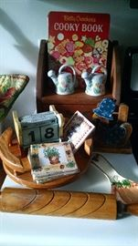 COUNTRY KITCHEN COLLECTIBLES...SO CHARMING!