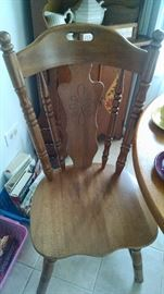 CLOSE-UP....COUNTRY OAK CHAIR ...