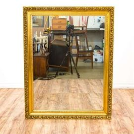 TRADITIONAL GOLD FRAMED WALL ACCENT MIRROR