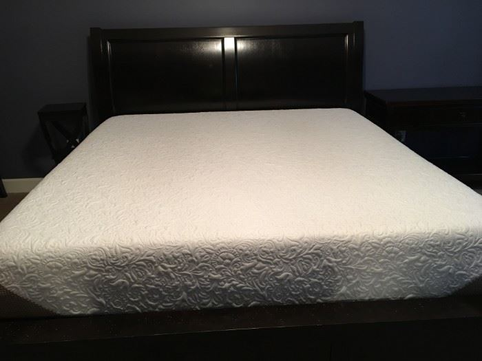 King sized mattress, Serta Genius I Comfort. No box spring, as it lays on sleigh bed platform.