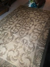 9x6 rug in great condition.
