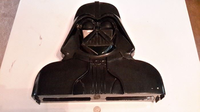 Original Star Wars figurine Darth Vader carrying case with figurines!!!