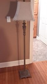Cute vintage-look floor lamp.