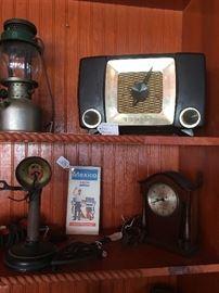 Vintage lantern Vintage radio does work!