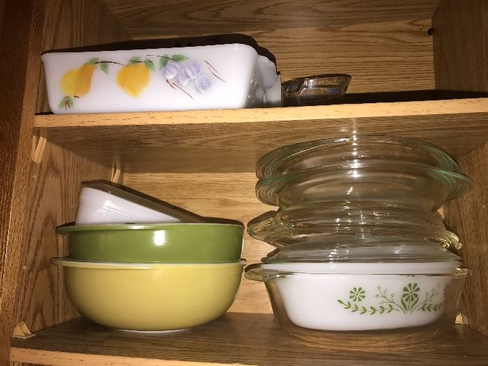 Vintage kitchen treasures (green and yellow bowls are not available)