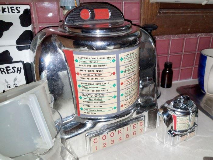 Cute retro style Jukebox cookie jar and salt/pepper shakers