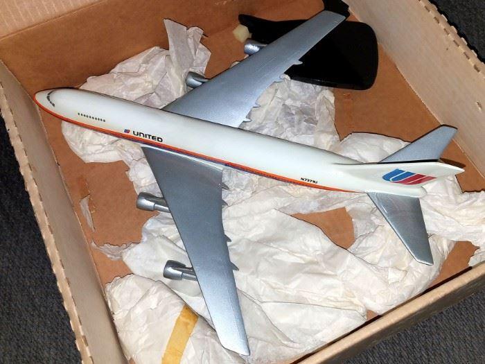 Model United airline plane