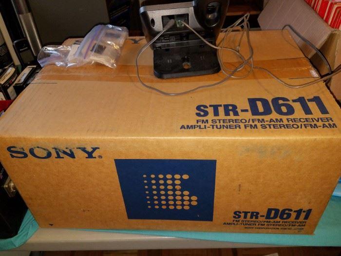 New in box Sony  str-d611 receiver