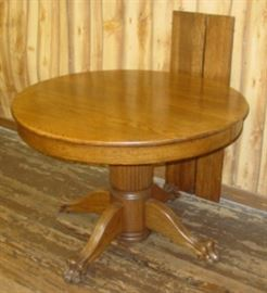 Round Oak Dining Table w/Claw Feet & 2 Leaves