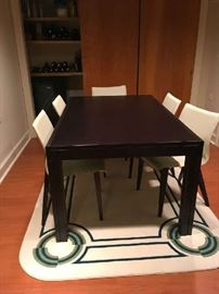 Upstairs/Down Expandable table w 6 chairs, barely used