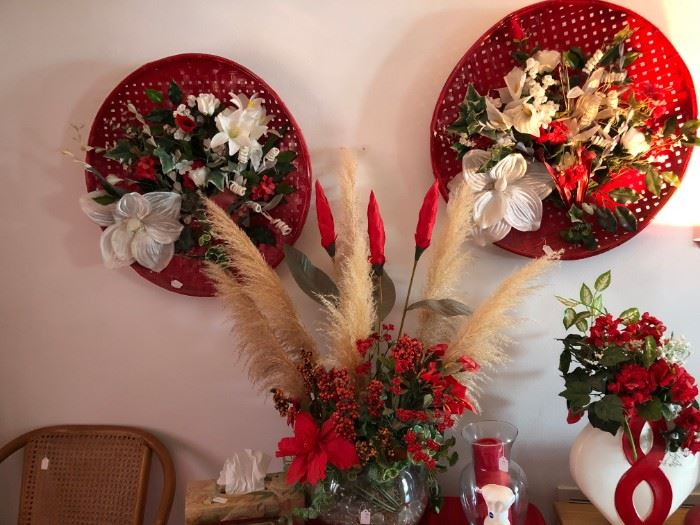 Wall and floral decorations