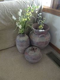 4 decorative pots with fuax flowers.