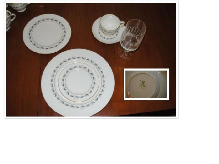 Wedgwood China 40 pcs - 8 place setting - Stardust