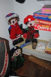 Decorative Carolers - approx 2 ft tall