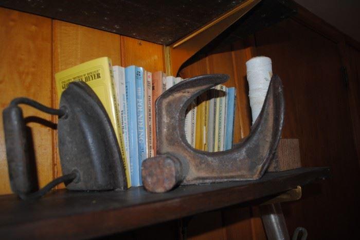 Cast iron shoe form and iron