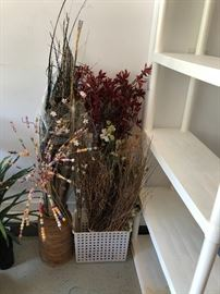 Floral Arrangements to dress your home for the holidays